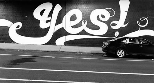 Letras de graffiti que dicen que sí